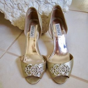 Badgley Mischka Gold Leather Open Toe Heel size 8